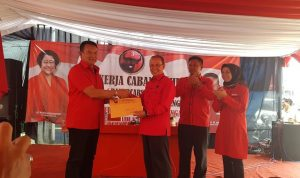 TB Hasanuddin Tantang Ketua DPC PDIP Majalengka Menangkan Jokowi-Ma'ruf di Atas 70 Persen