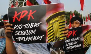 Aksi Unjuk Rasa di KPK menuntut KPK tidak bergaya seperti LSM dan bermain politik