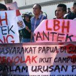Aksi unjuk rasa di  LBH Surabaya.